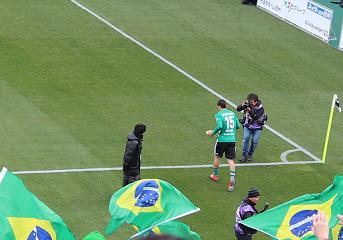 試合後あいさつに来たエドゥアルド