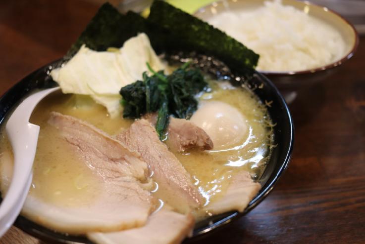 醤油豚骨ラーメン(寸八)
