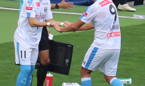 川崎フロンターレ小林悠の怪我は、全治6~8週間の左ハムストリング肉離れ。