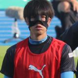 フェイスガードをつける田中碧